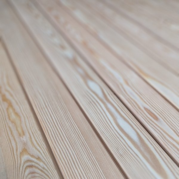 The Larch interlocking slats have very little knots making our profile one of the most popular on the UK market