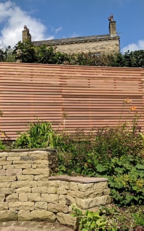 This stylish garden project uses our range of western red cedar slats and standard fence panels.